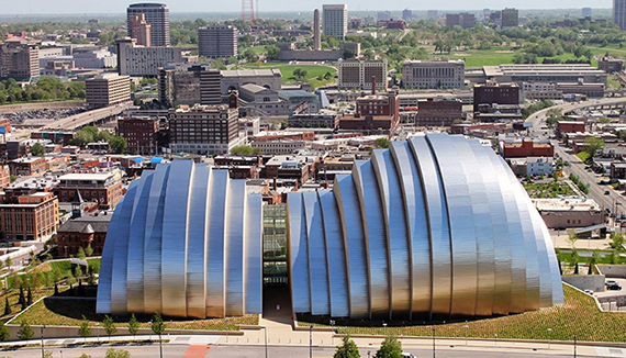 The Kauffman Center for the Performing Arts is a centerpiece of the Crossroads neighborhood. The center hosts an array of fine arts performances, including music, opera, and ballet.